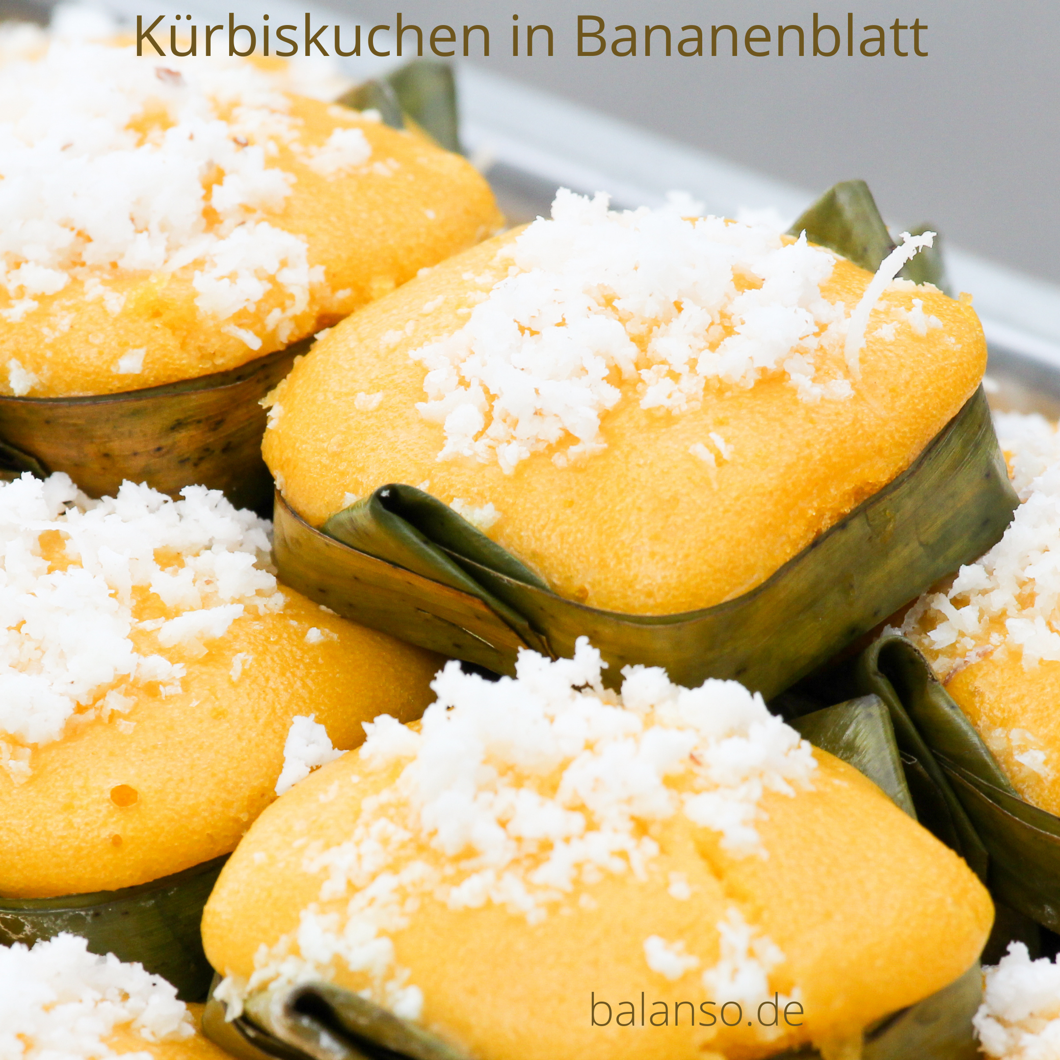 Indonesischer Kürbiskuchen in Bananenblatt